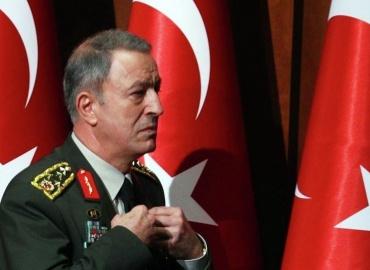 Προκλητικός ο Τούρκος υπουργός άμυνας: «Μας ανήκουν Αιγαίο και Κύπρος»