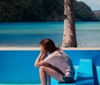 Καλοκαιρινή κατάθλιψη: Γιατί εμφανίζεται, πώς να την αντιμετωπίσετε
